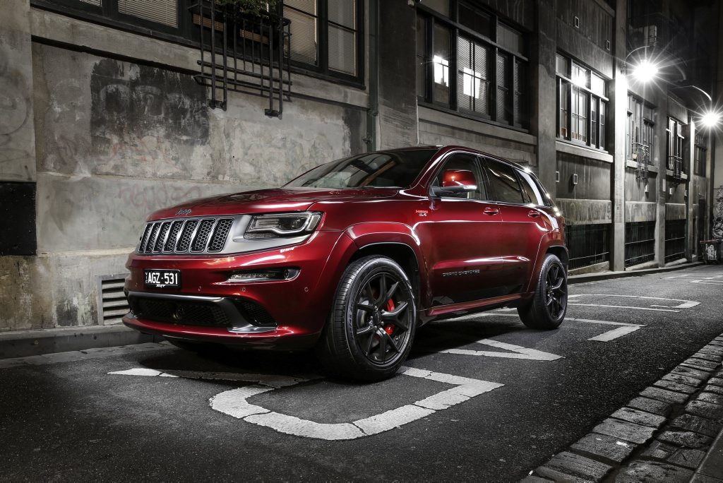 SRT NIGHT: Ultimate Grand Cherokee with V8 Hemi hits 100kmh in 4.8 seconds and does so in true Bad Boy style