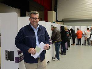 Keith Pitt Voting in Bundaberg