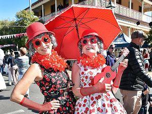 Mary Poppins fans go supercalifragilisticexpialidocious