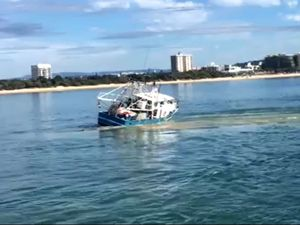 Fishing trawler gets stuck on Mooloolah River bar