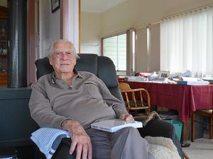 Test cricket umpire Lou Rowan calls stumps at 91