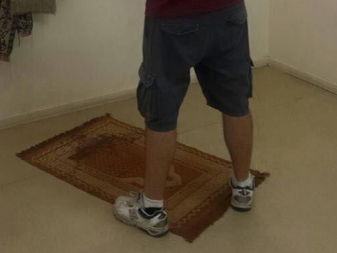 Facebook Patriot peeing on prayer Mat