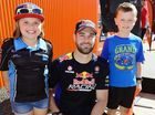 Rivals mingle with fans before Raceway showdown