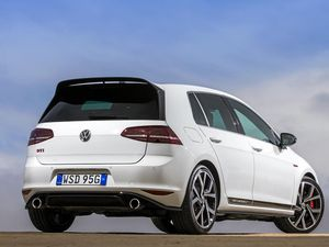 Volkswagen Golf GTI 40 Years comes with fireworks