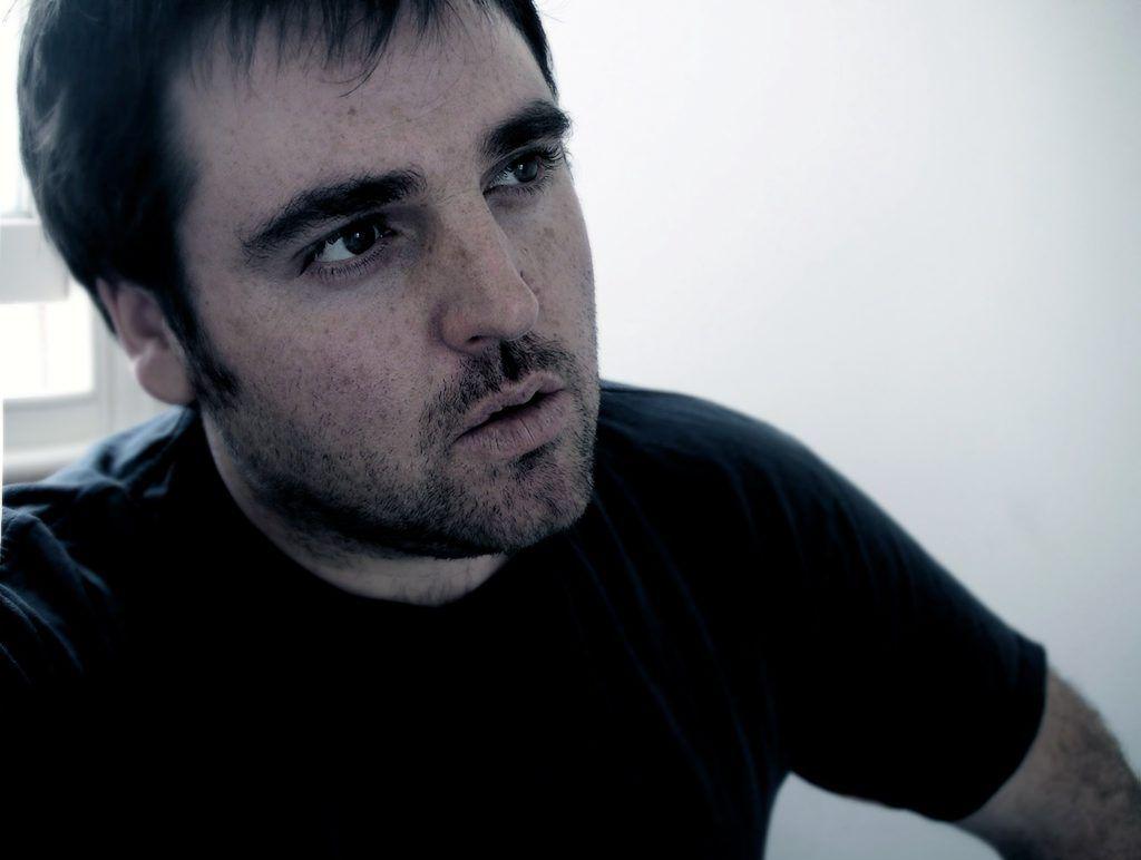 Australian singer/songwriter Alex Lloyd.
