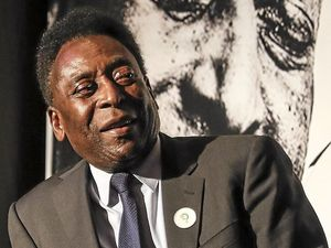 Doubts over Pele lighting flame