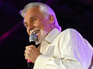 Country music icon Kenny Rogers dead at 81