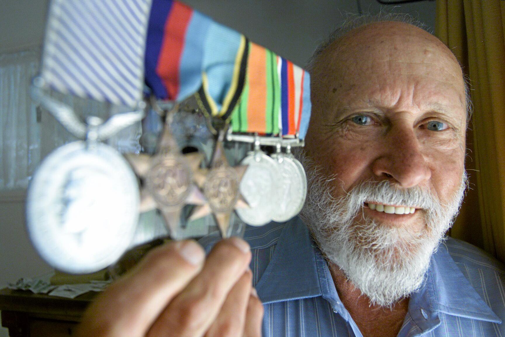 108447 24/04/02 Yandina WW2 veteran Dusty Miller of Yandina with some of his