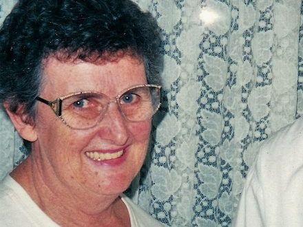 Jan Meng receives her life membership from president Ashley Hams in 2001.