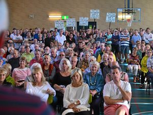 Community rallies against golf course threat