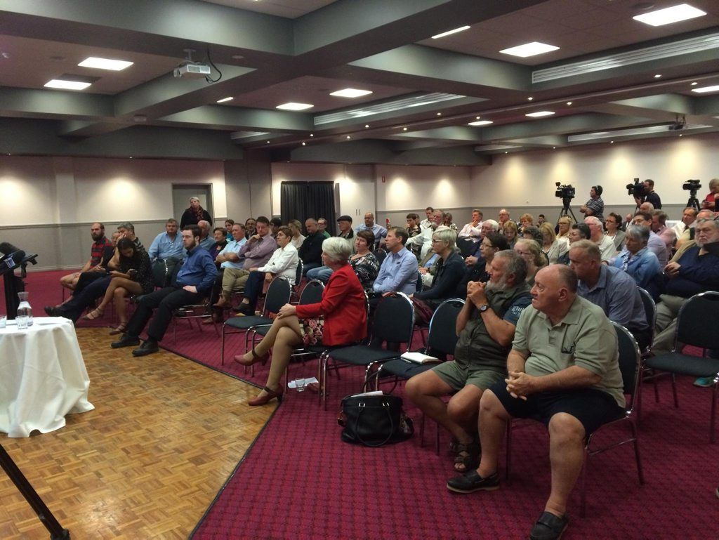 Rockhampton community gathers at forum hosted by Opposition leader Bill Shorten