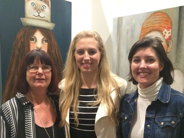 Sandy and Grace Zylstra catch up with Clare Feather at the exhibition opening of In Studio at Feather and Lawry.
