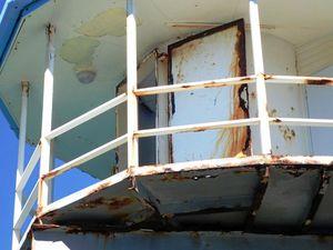 Middle Island Underwater Observatory a safety hazard
