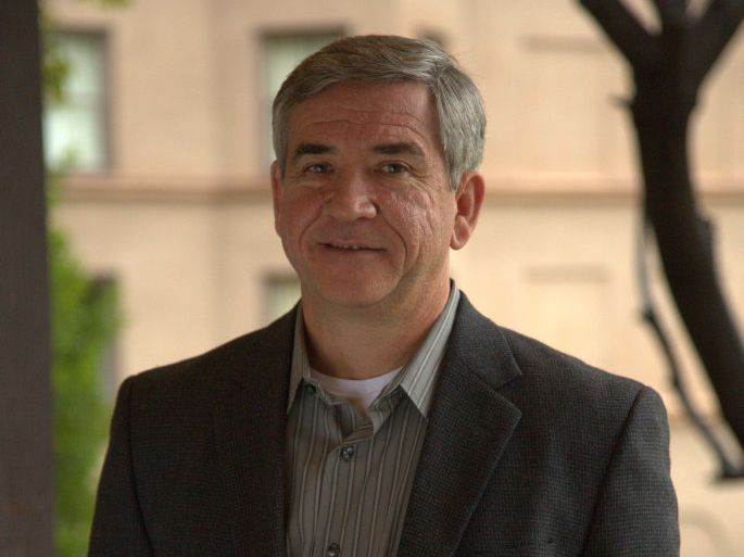 Former Black Hawk pilot Mike Durant shares his story, which helped to inspire the movie Black Hawk Down, in the TV series No Man Left Behind.