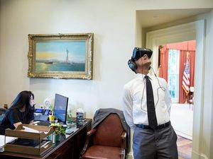 Barack Obama in VR goggles sparks photoshop war