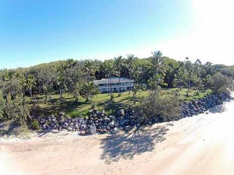 This Blacks Beach Rd home recently sold at auction for $1,925 million.