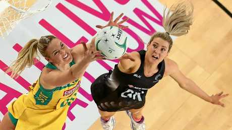 MELBOURNE, AUSTRALIA - SEPTEMBER 04:  Jane Watson of the Silver Ferns and Caitlin Bassett of the Diamonds compete for the ball during the International Test match between the Australian Diamonds and the New Zealand Silver Ferns at Margaret Court Arena on September 4, 2016 in Melbourne, Australia.  (Photo by Scott Barbour/Getty Images)