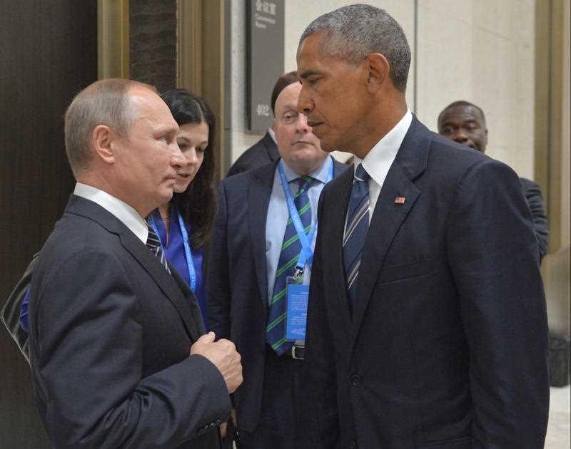 Russian President Vladimir Putin, left, speaks with U.S. President Barack Obama in Hangzhou in eastern China's Zhejiang province, Monday, Sept. 5, 2016.