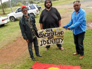 Elders allege Aboriginal flag was stolen and 'desecrated'