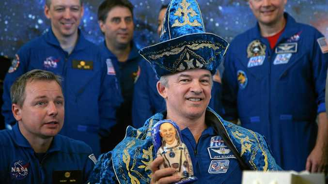 epa05528233 US astronaut Jeffrey Williams (C), dressed in a traditional Kazakh national attire, attends a news conference, in Karaganda, Kazakhstan, 07 September 2016. Others are not identified. Earlier the same day Russian cosmonauts Alexei Ovchinin, Oleg Skripochka and NASA astronaut Jeffrey Williams returned to Earth aboard a landing module some 150 kilometers east of the city of Dzhezkazgan, Kazakhstan, after spending 172 days in space aboard the International Space Station ISS.  EPA/MAXIM SHIPENKOV / POOL EPA POOL