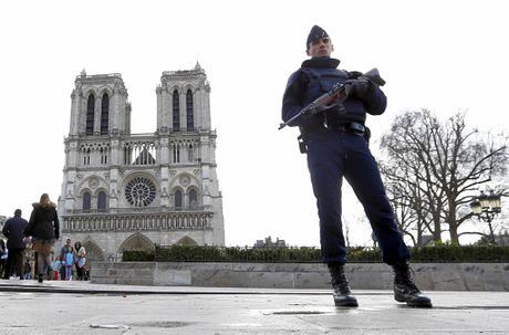 FILE PHOTO: A French Police officer stands guard at Notre Dame Cathedral, in Paris. Police announced this week they found a car filled with seven gas canisters close to Notre Dame.