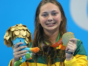 Maddison Elliot wins gold with record-smashing swim