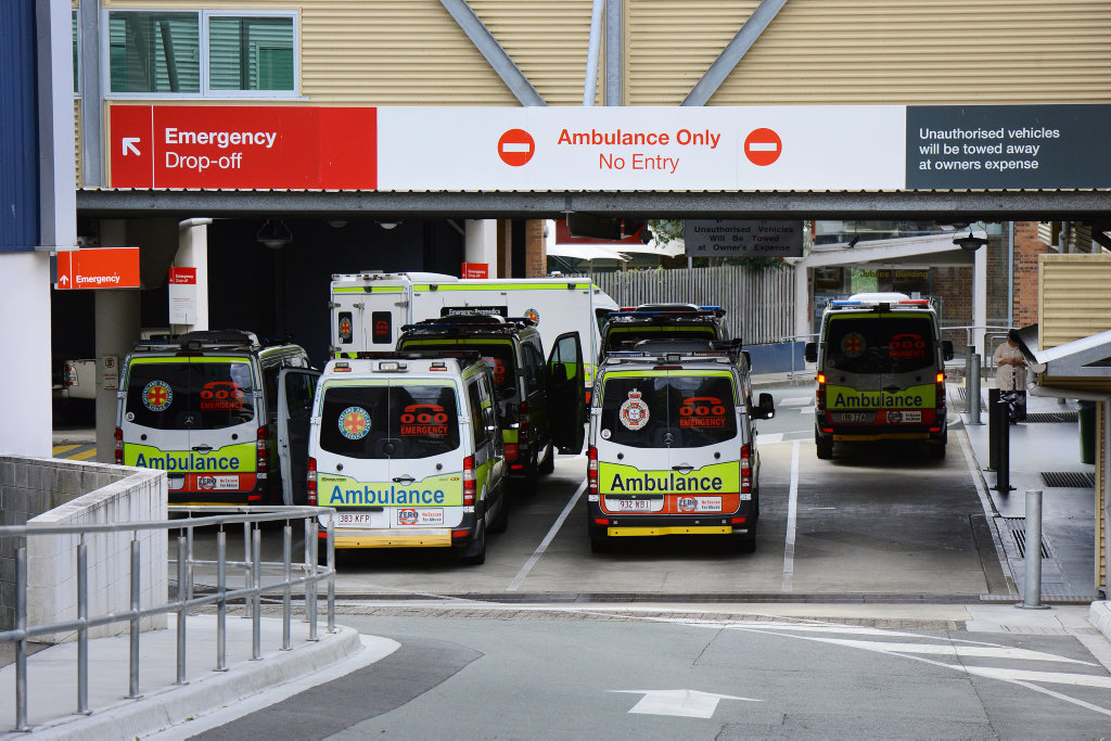 Ipswich Hospital emergency department drop-off and ambulance bay, September 2016.