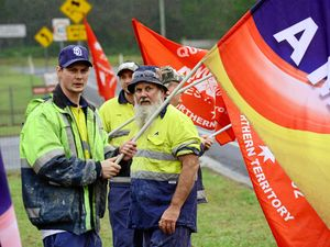 Bradken workers down tools over EBA