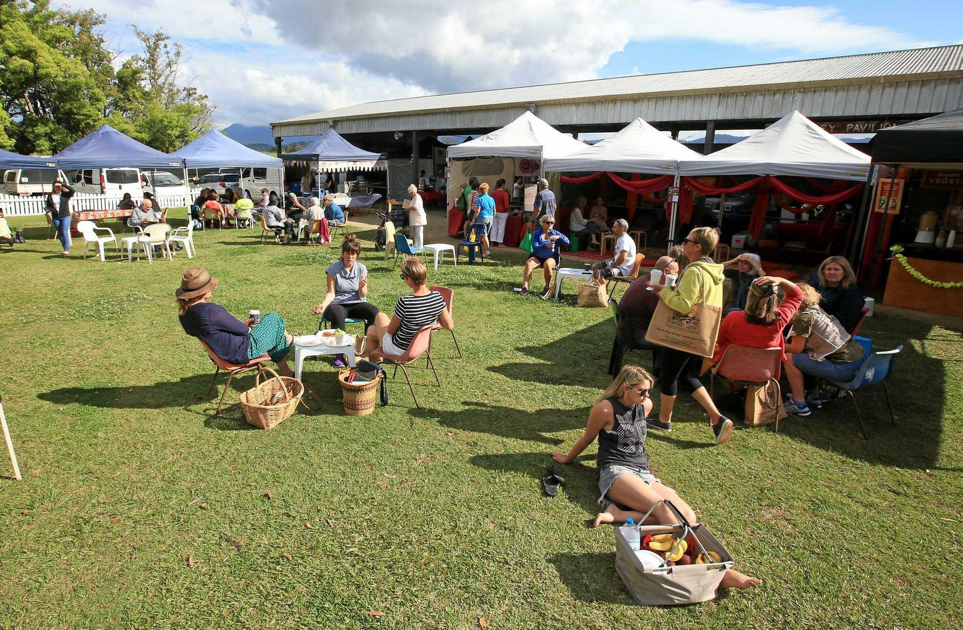 SOCIALS - Enjoying the Murwillumbah Farmers Markets