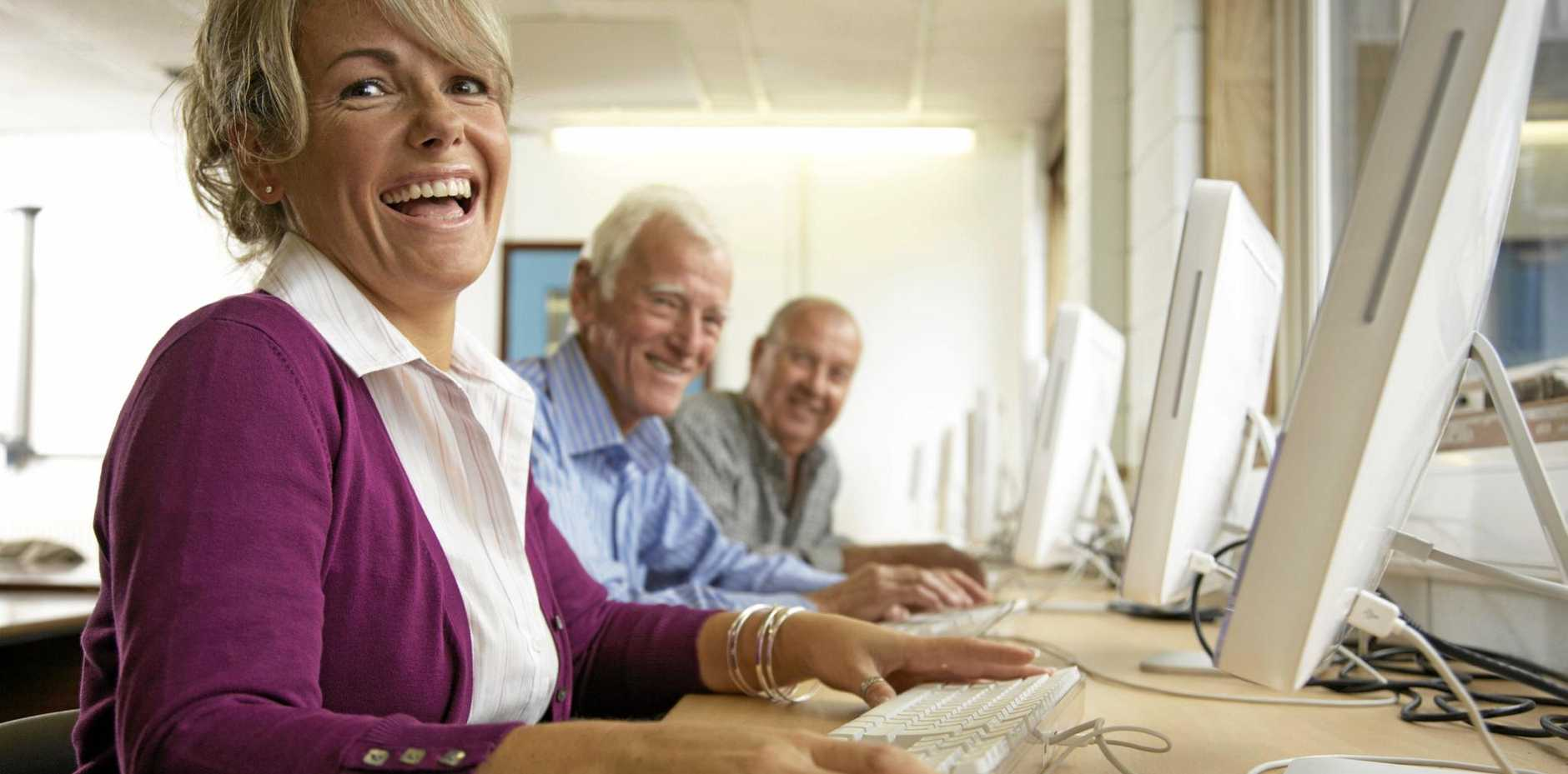 IN COMMUNICADO: Become a Tech Savvy Senior at Sir Earle Page Library and Education Centre each Wednesday.