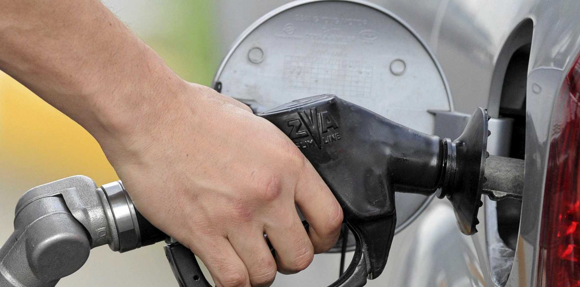 A man pumps petrol at a service station in Melbourne, Monday, Aug. 27, 2012. (AAP Image/Julian Smith) NO ARCHIVING