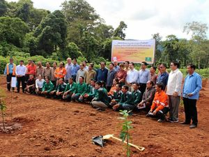 Laos farmers get helping hand from Mundubbera growers
