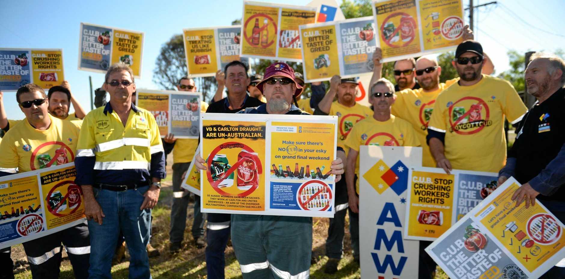 Union members protesting CUB in Rockhampton.Photo Allan Reinikka / The Morning Bulletin