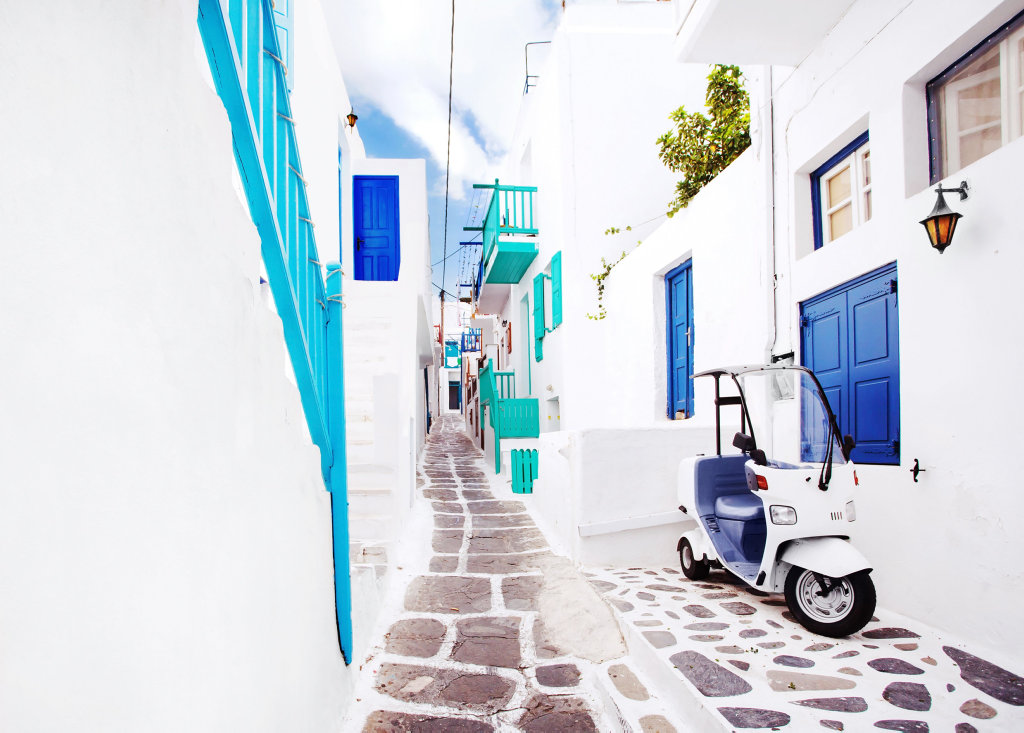 Get lost in the incredible streets of Mykonos.