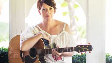 Golden Guitar winner, Sara Storer will perform at the Australian Camp Oven Festival.