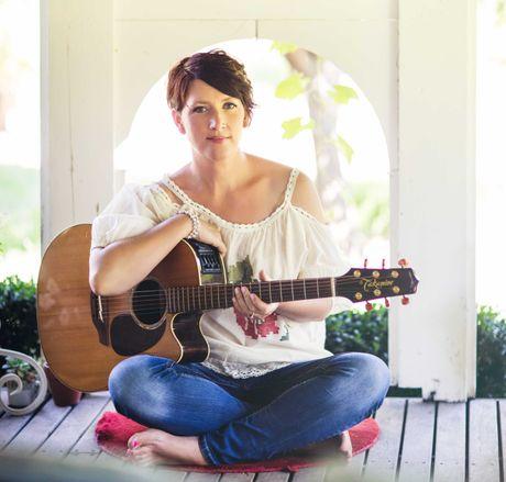 Golden Guitar winner, Sara Storer will perform at the Australian Camp Oven Festival.