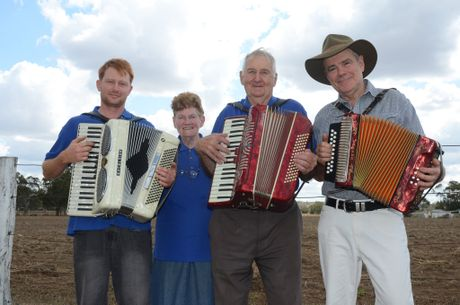 Tim Peters, Stella and Les Weedon and Peter Davenport at the Maclagan Squeezebox Festival.