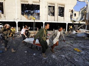 Air strike kills more than 140 mourners at funeral in Yemen