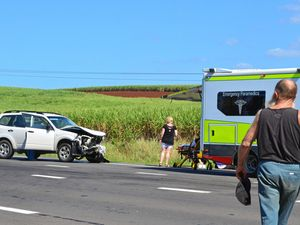 Five taken to hospital after Bruce Highway smash