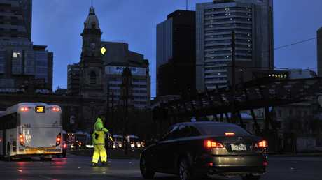 Police direct traffic around the CBD in Adelaide after the power network stops working. Wednesday September, 28, 2016. (AAP Image/David Mariuz) NO ARCHIVING
