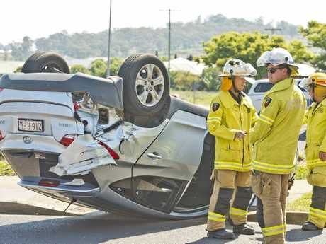 Two car traffic crash at Glenvale Rd and Greenwattle st roundabout resulting in one car rolling onto its roof. Sunday Oct 16, 2016.
