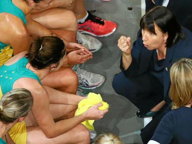 Diamonds coach Lisa Alexander speaks to her players.