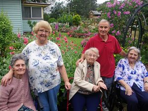Volunteers host visit to garden in Bald Hills