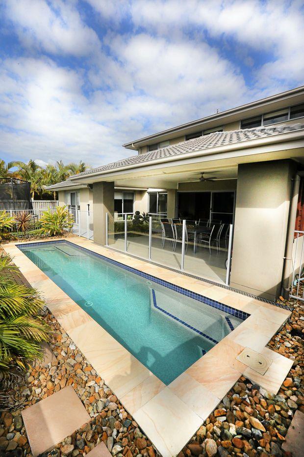 Real Estate :- 104 Botanical Crt, Banora Point.