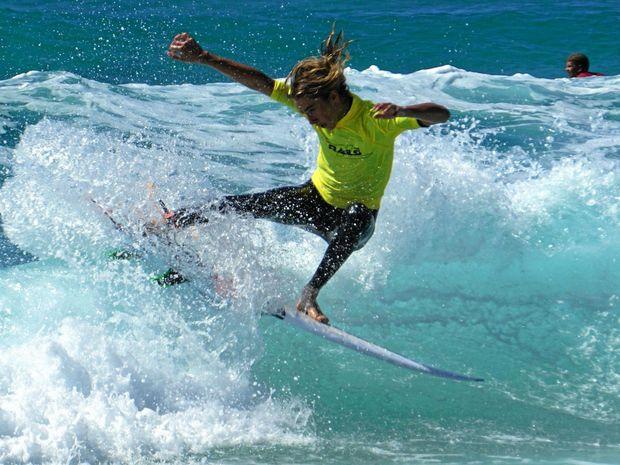 BOARDRIDERS: Kian throwing the fins.