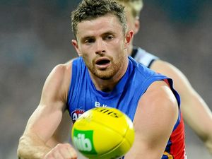 Suns add Hanley to midfield ranks