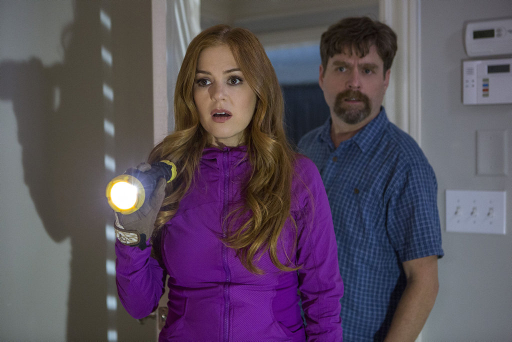 Isla Fisher and Zach Galifianakis in a scene from the movie Keeping Up With The Joneses.