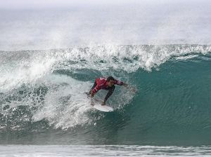 Wilson keeps faint world title hopes alive