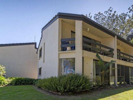 5/2 Benjamin Street Mount Lofty Qld 4350 is for sale.