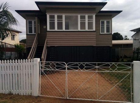148 Jellicoe Street North Toowoomba Qld 4350 for sale.